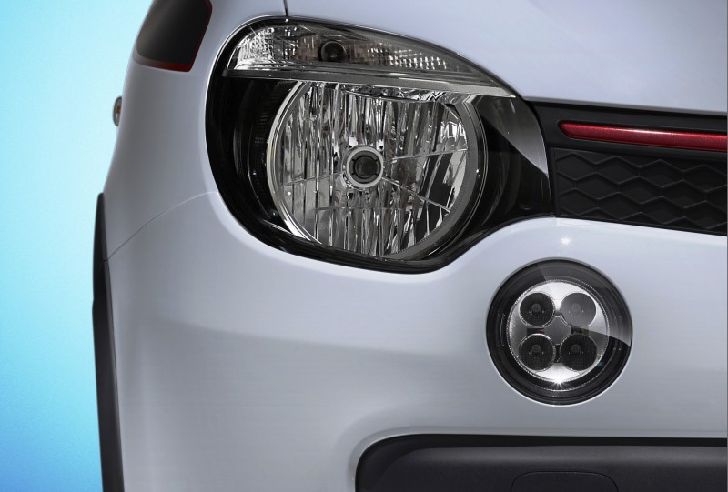 All-New Renault Twingo Packs Rear Engine, Four Doors and Cute New Style 10