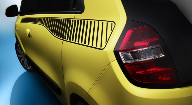 All-New Renault Twingo Packs Rear Engine, Four Doors and Cute New Style 15