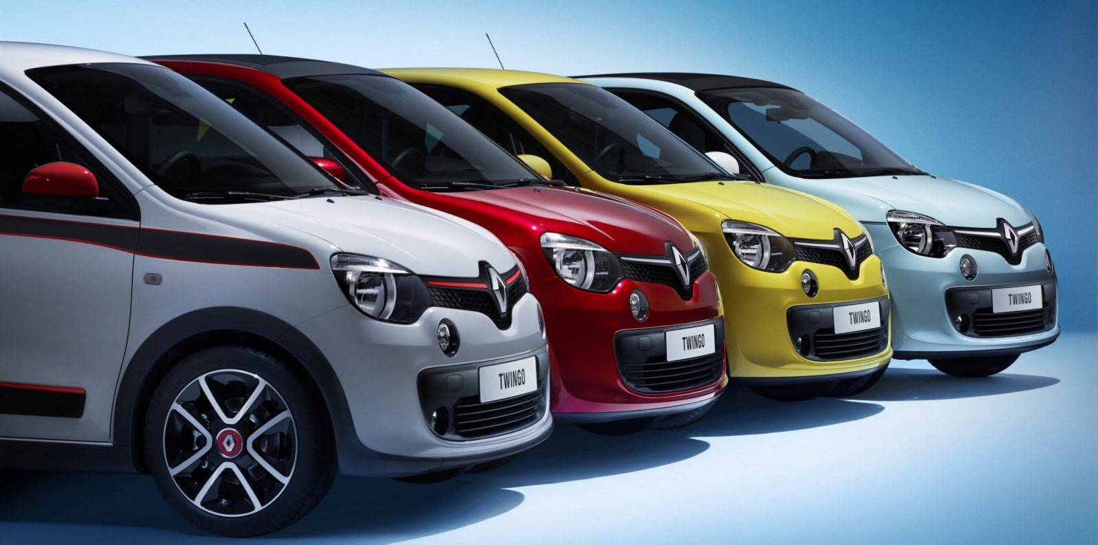 All-New Renault Twingo Packs Rear Engine, Four Doors and Cute New Style 3