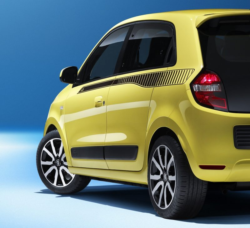 All-New Renault Twingo Packs Rear Engine, Four Doors and Cute New Style 8a