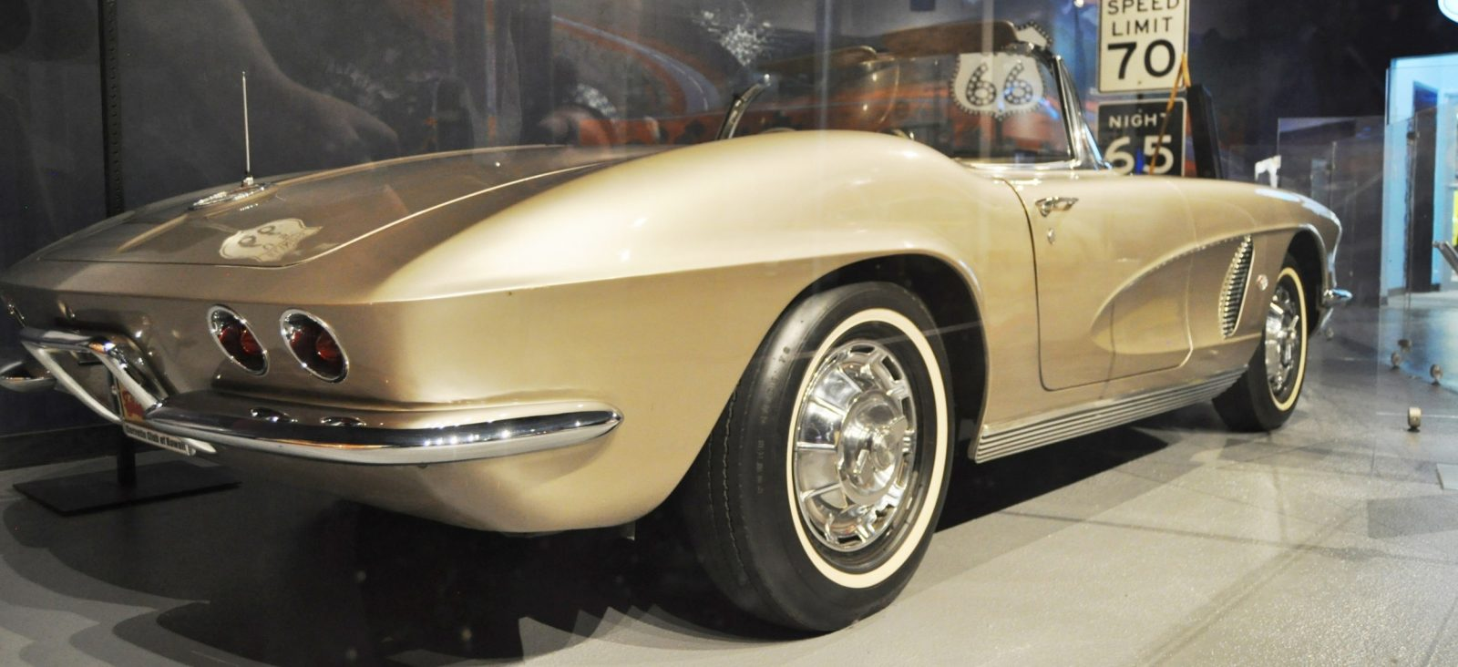 Corvette Museum Photo Tour -- The C1, C2 and C3 Generations in 83 High-Res Photos 45