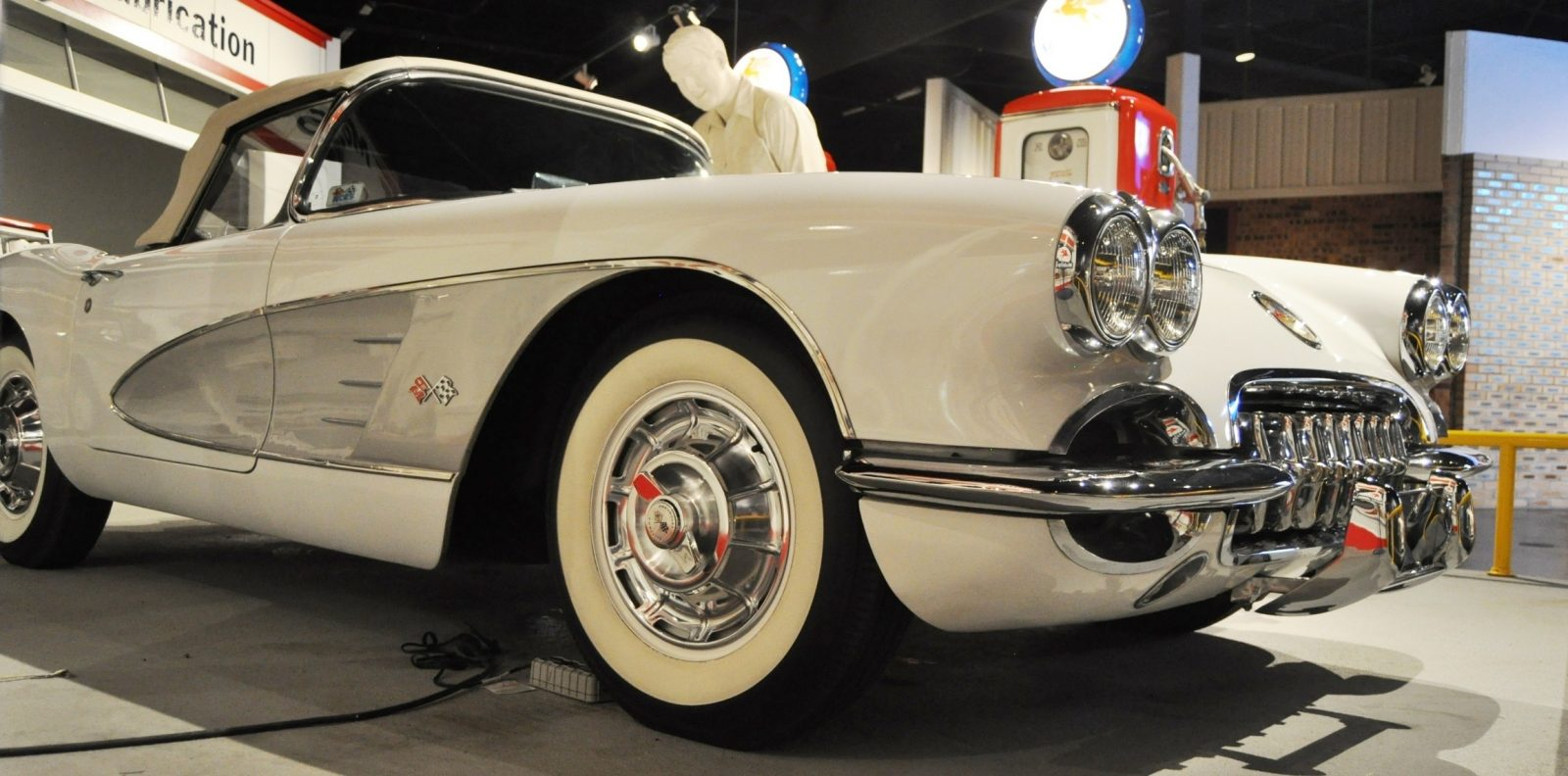 Corvette Museum Photo Tour -- The C1, C2 and C3 Generations in 83 High-Res Photos 56