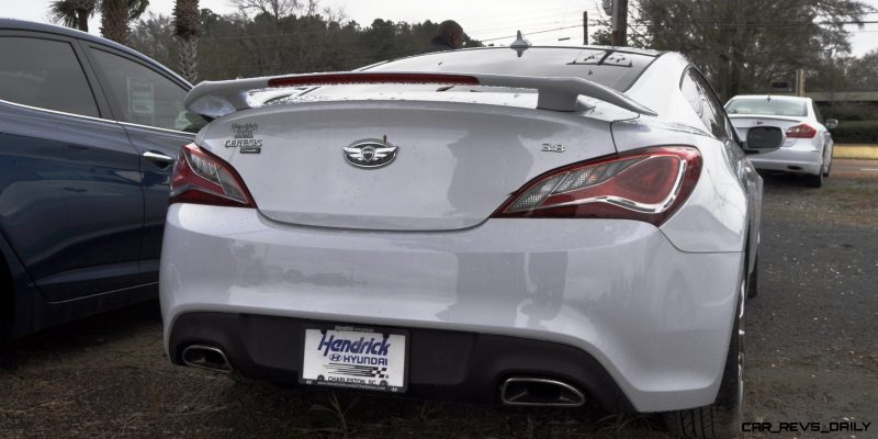 Hyundai Genesis Coupe 3.8 Track Pack  1