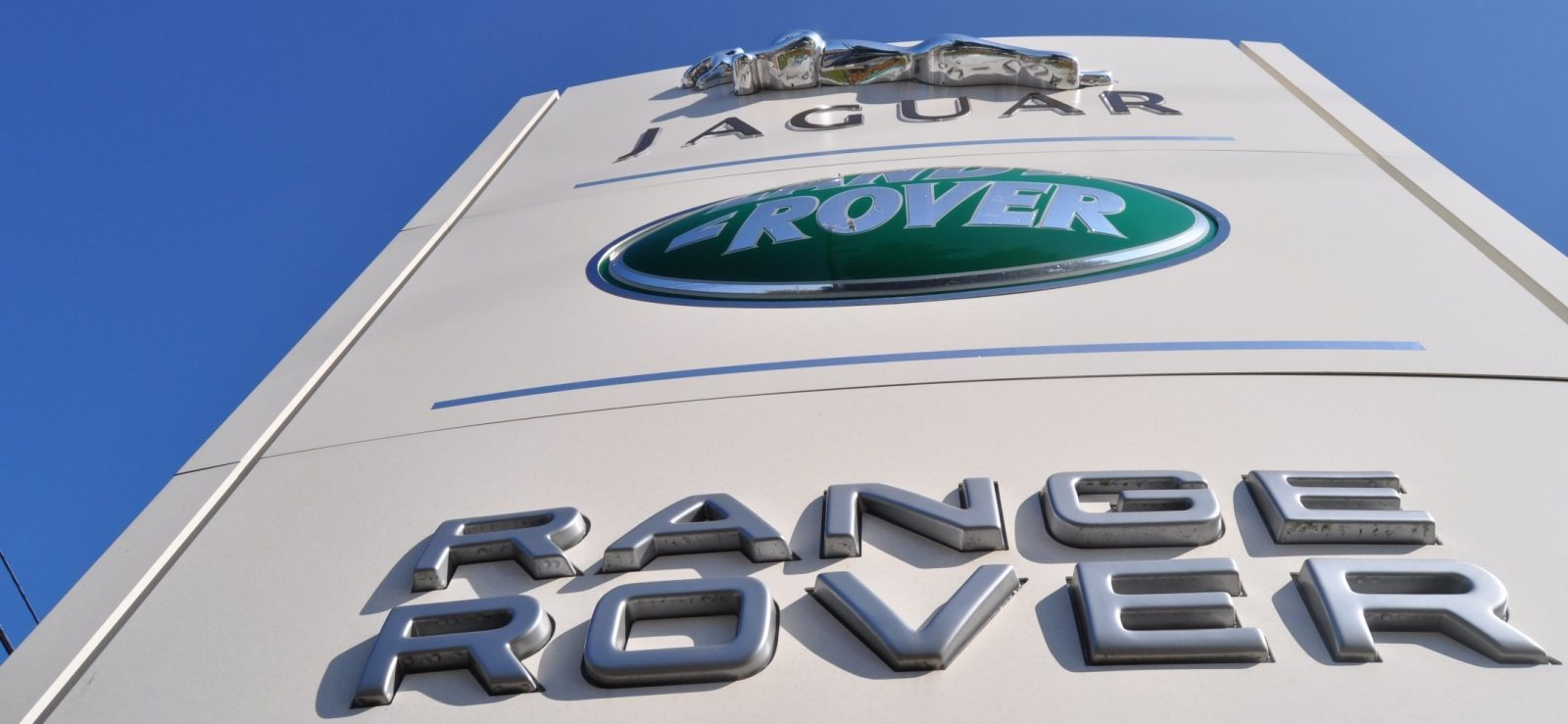 New Range Rover Sport HSE in 30 Real-Life Photos 16