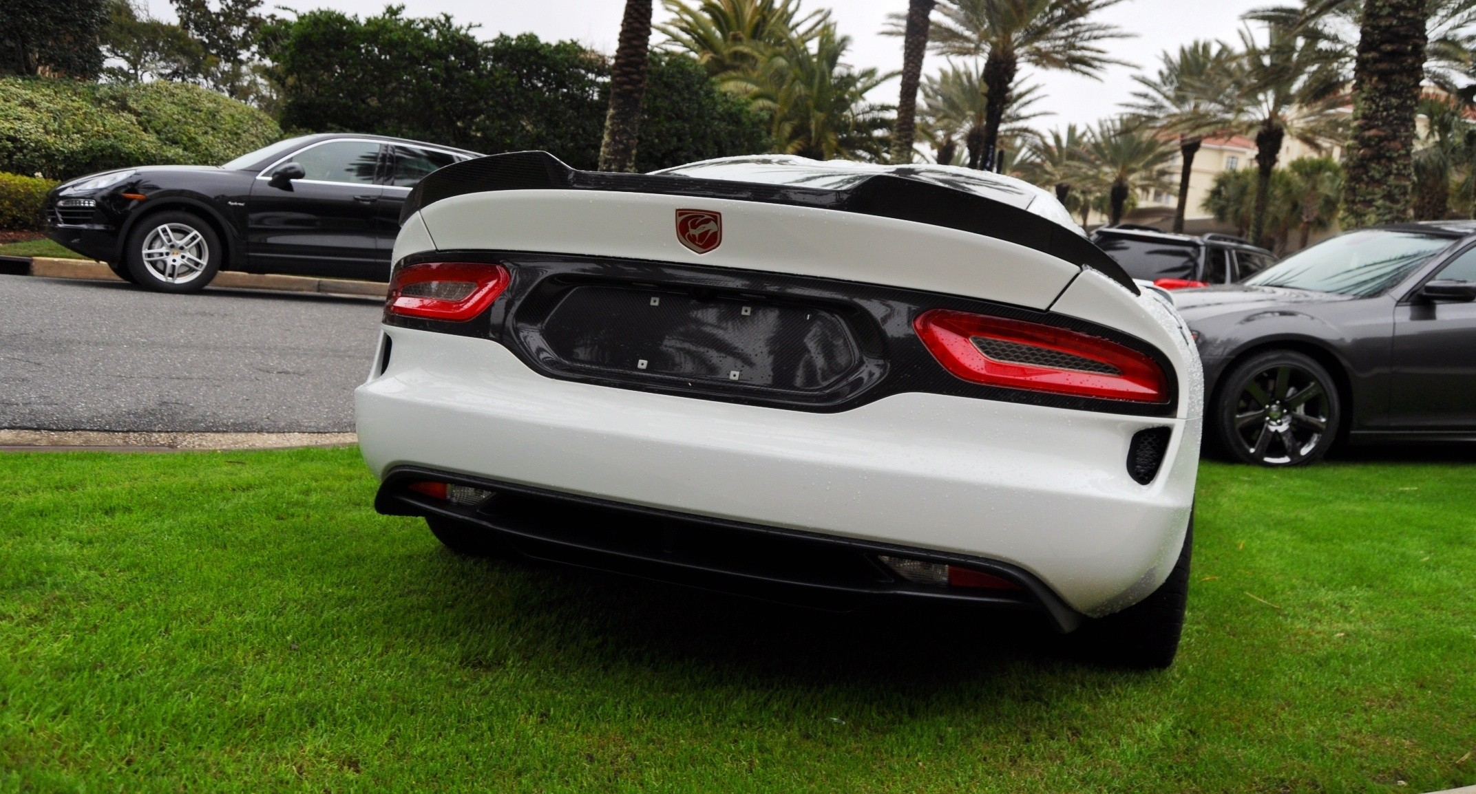 2014 SRT Viper TA in 25 All-New, Real-Life Photos with Carbon Aero Styling Options 12