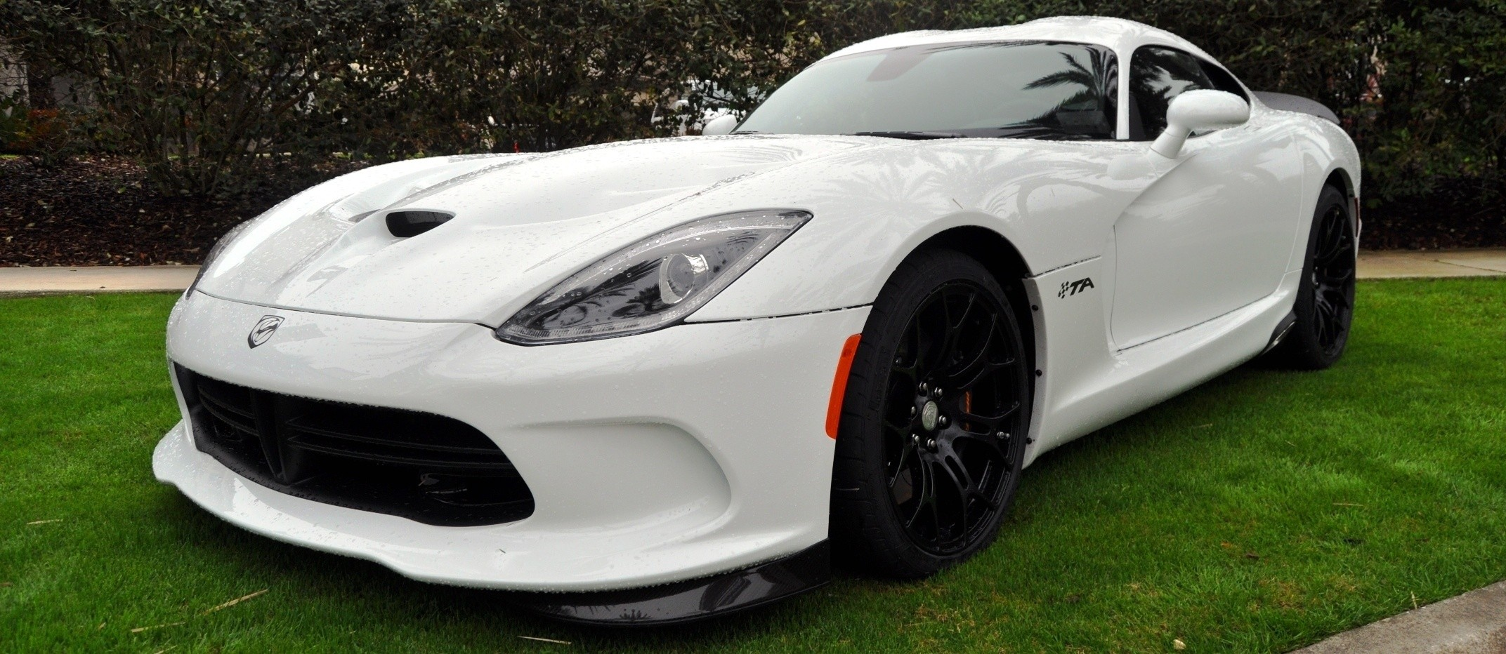 2014 SRT Viper TA in 25 All-New, Real-Life Photos with Carbon Aero Styling Options 3