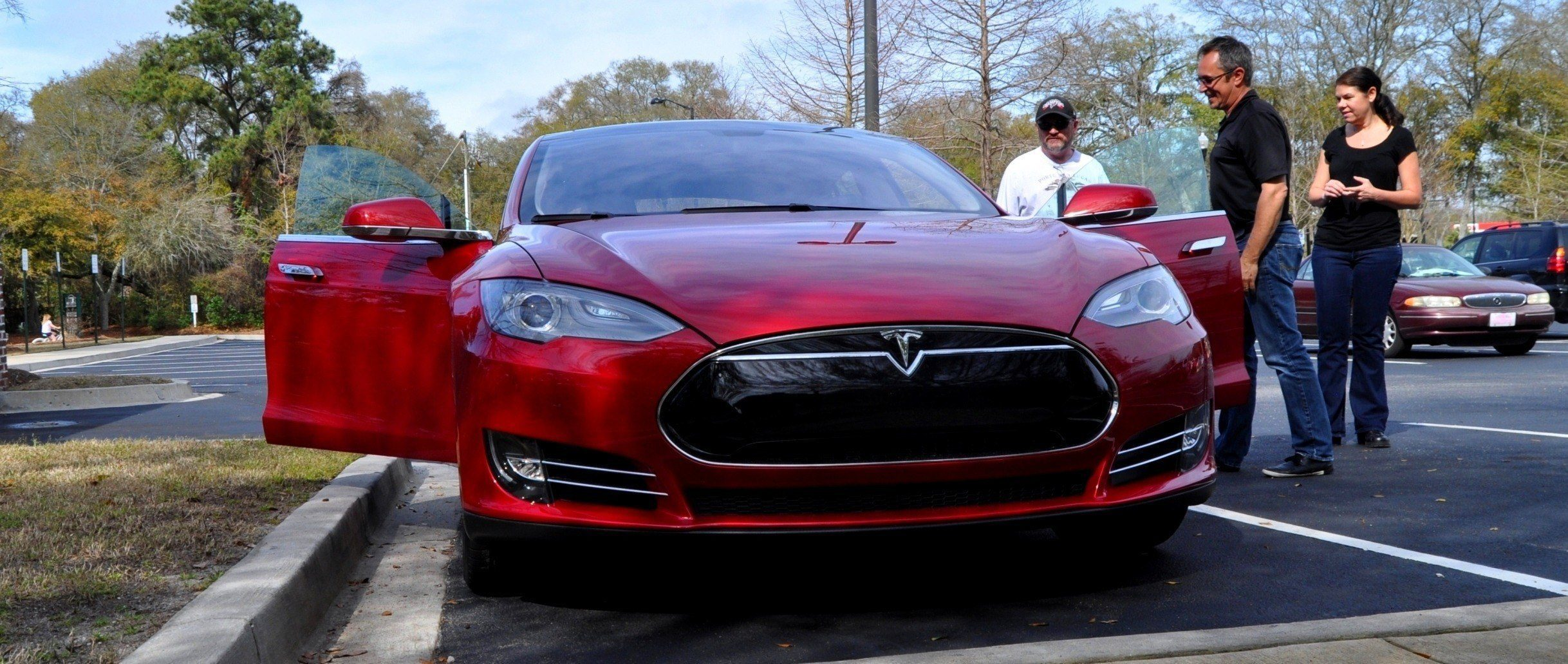 2014 TESLA Model S 85  Road Test Video Review  1500words