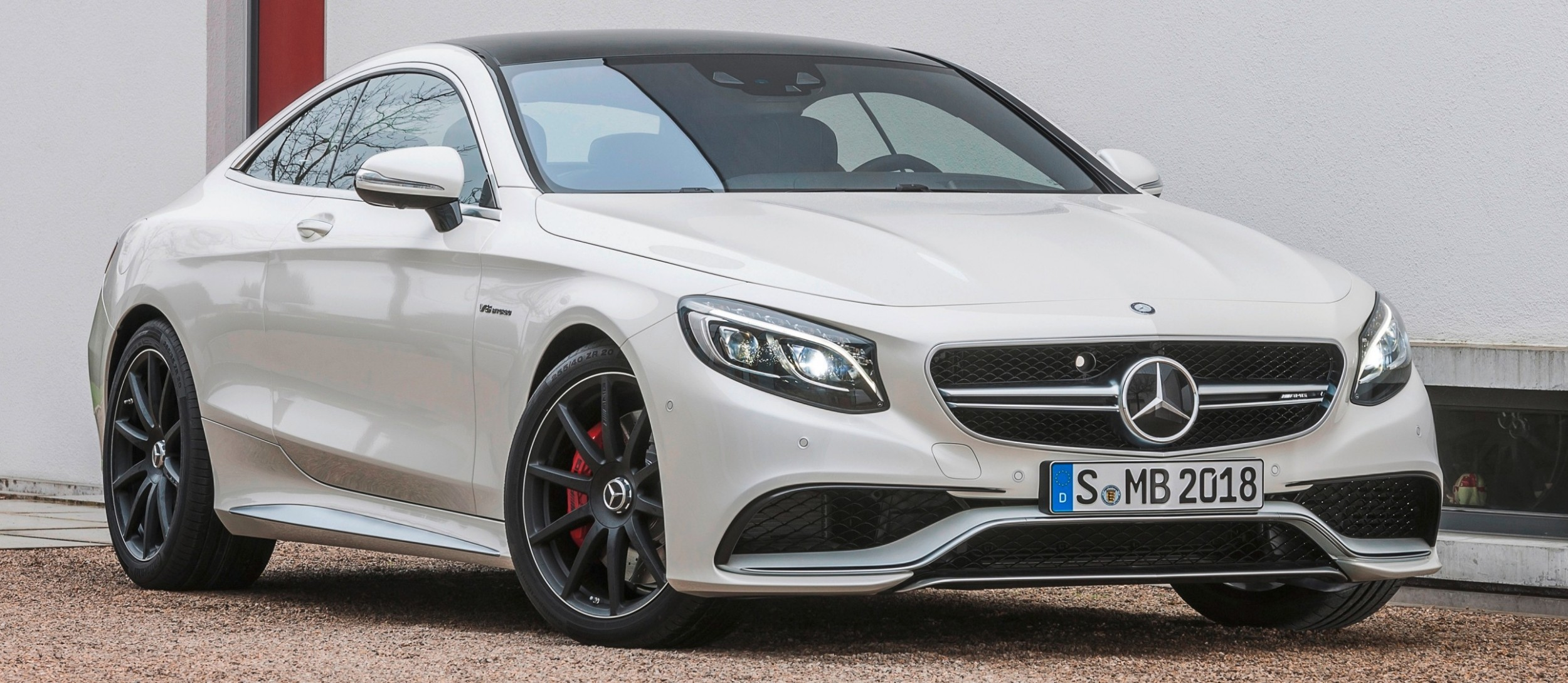 White Knights Of The Star Table 585hp S63 Amg Coupe Latest Mercedes