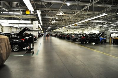 BMW X3 and X4 Factory Tour in 111 High-Res Photos -- Cool, Calm, and Quiet = Opposite of Most Auto Plants 101