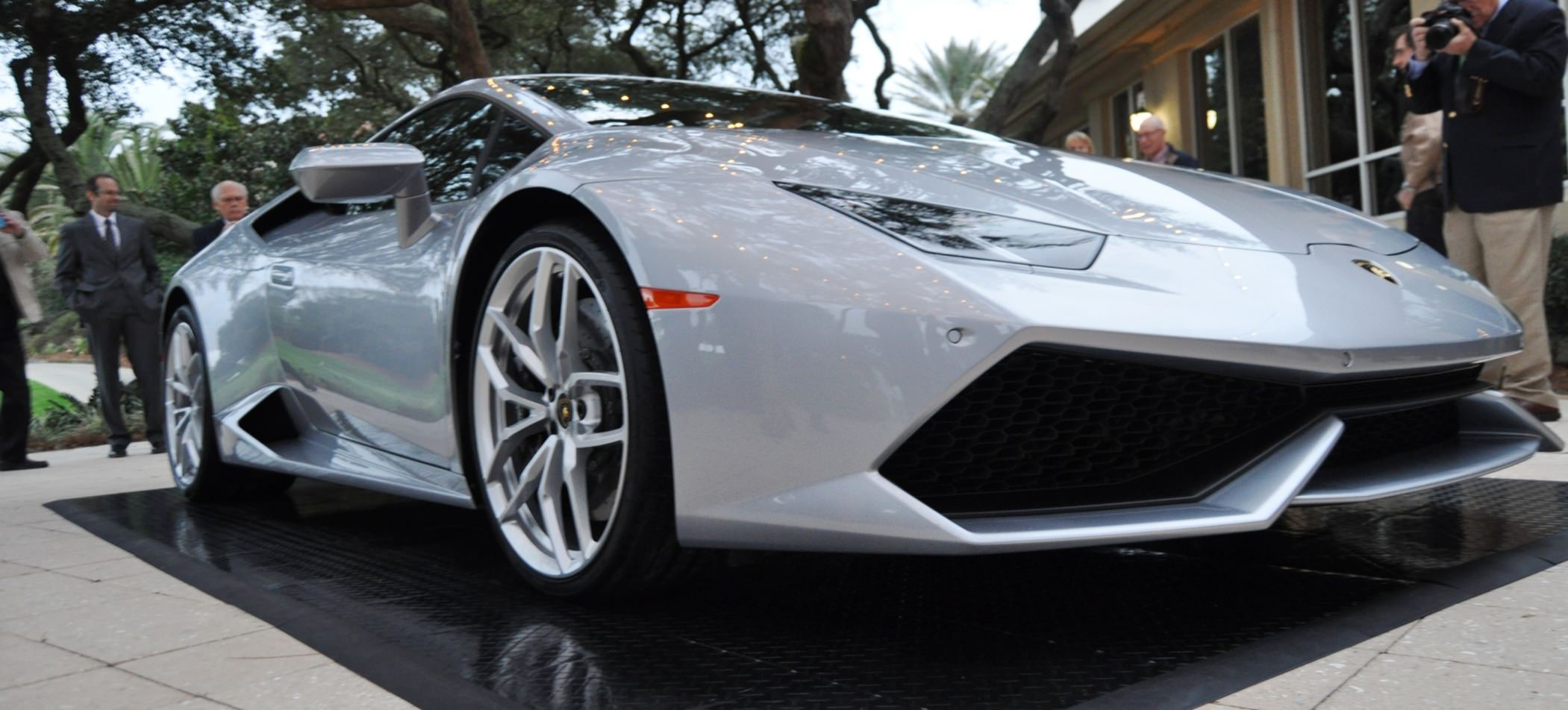 Car-Revs-Daily.com -- 2015 Lamborghini Huracan -- Official American Debut 10