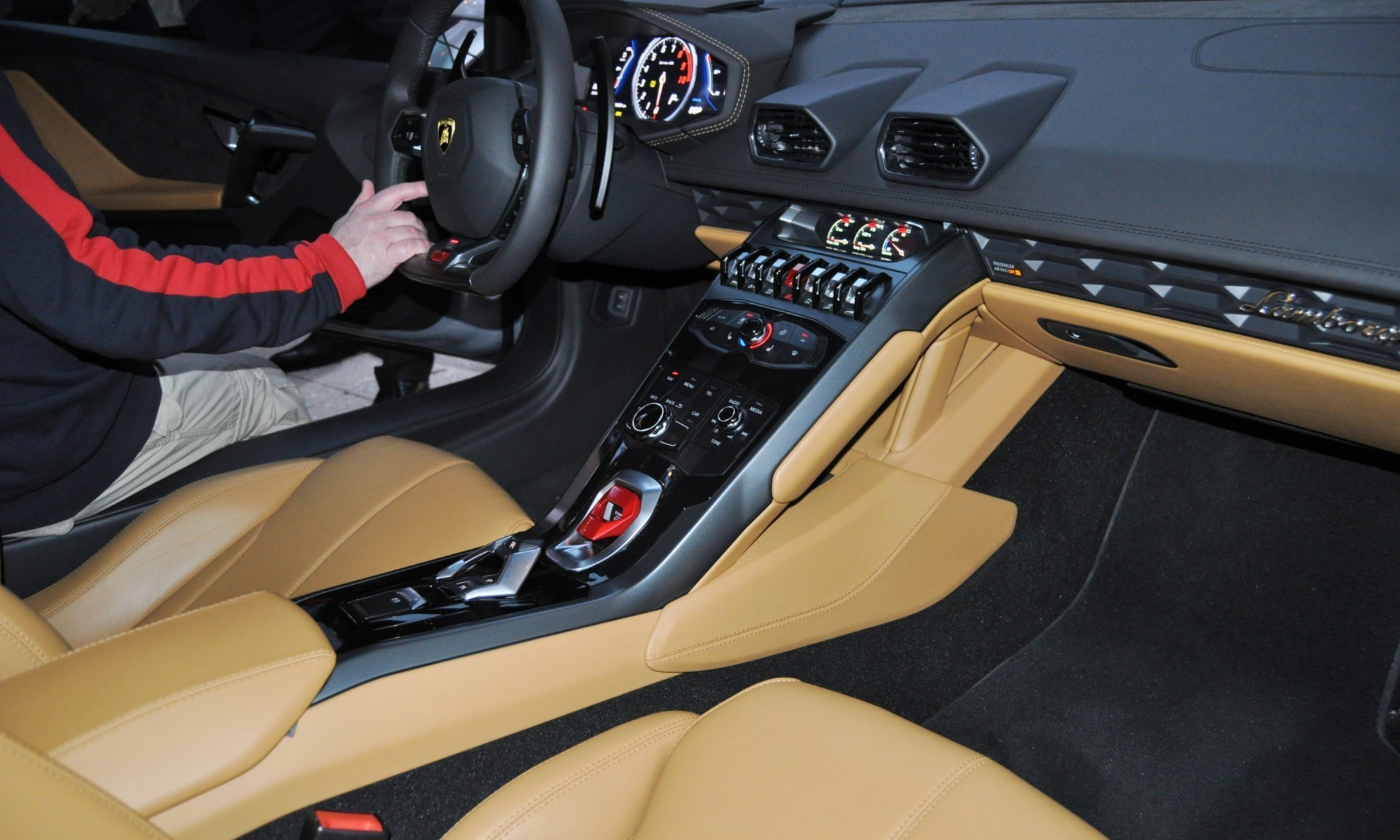 Car-Revs-Daily.com -- 2015 Lamborghini Huracan -- Official American Debut 39