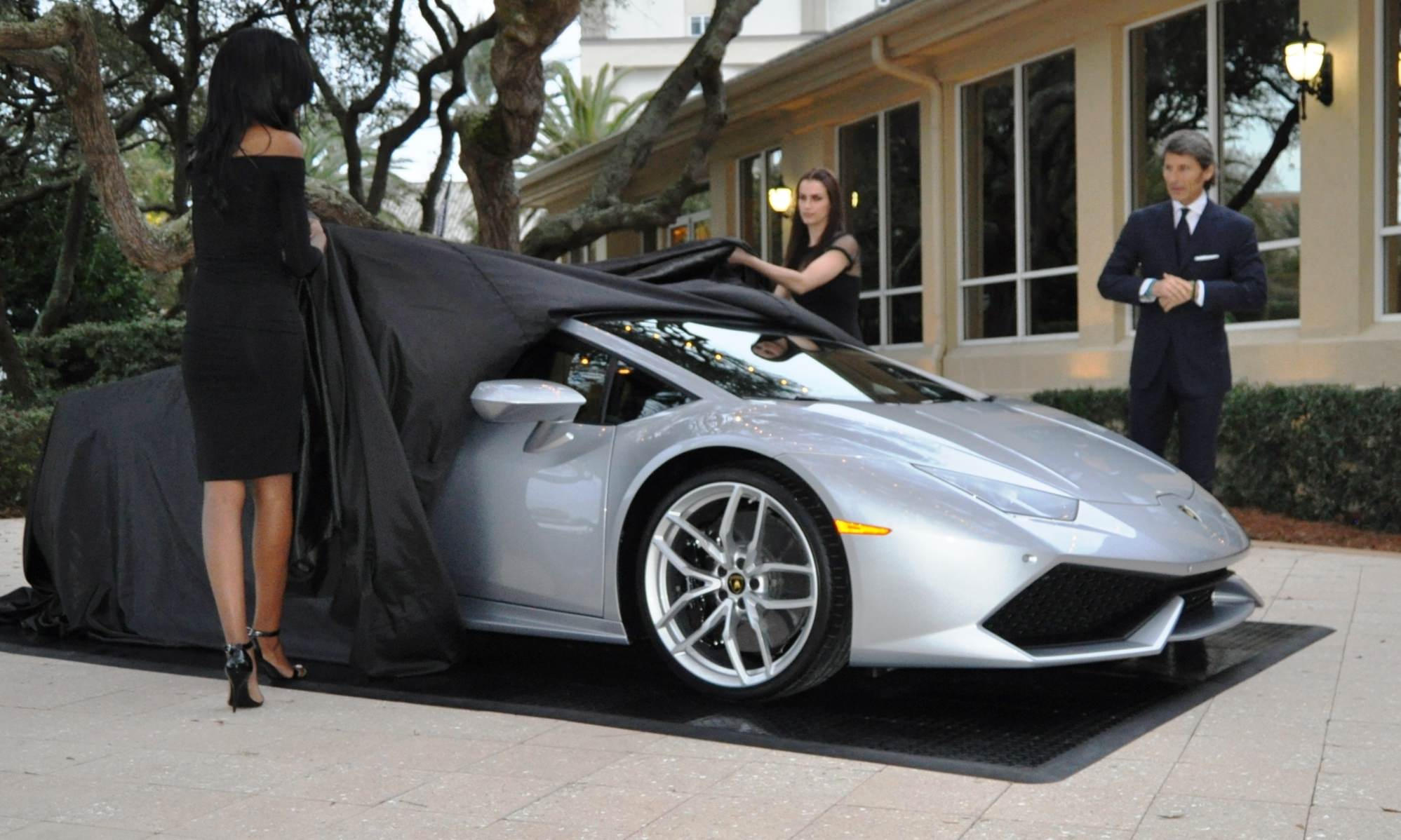 Car-Revs-Daily.com -- 2015 Lamborghini Huracan -- Official American Debut 5