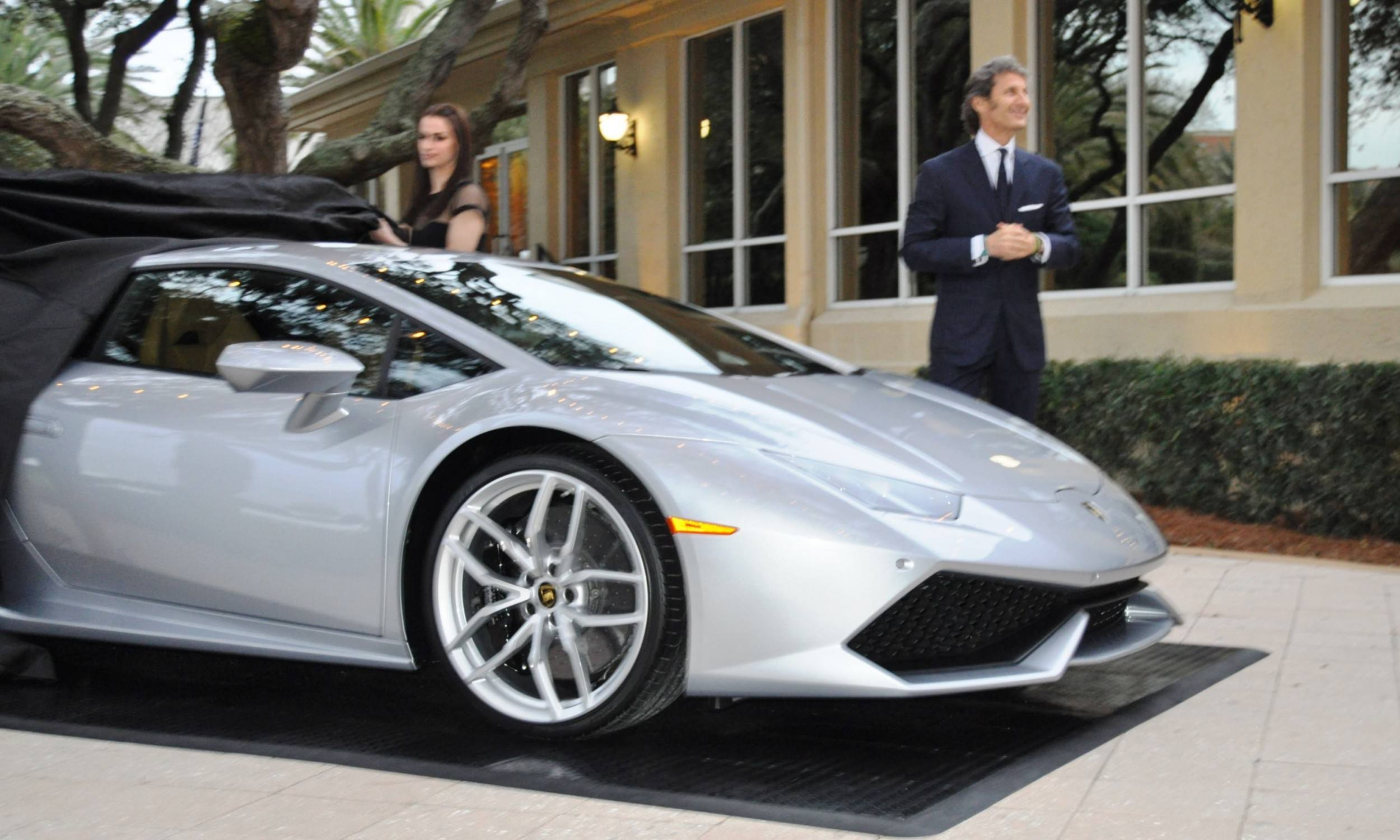 Car-Revs-Daily.com -- 2015 Lamborghini Huracan -- Official American Debut 6