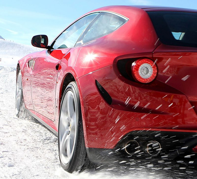Car-Revs-Daily.com -- Ferrari FF is Monday-Sunday V12 Supercar 124