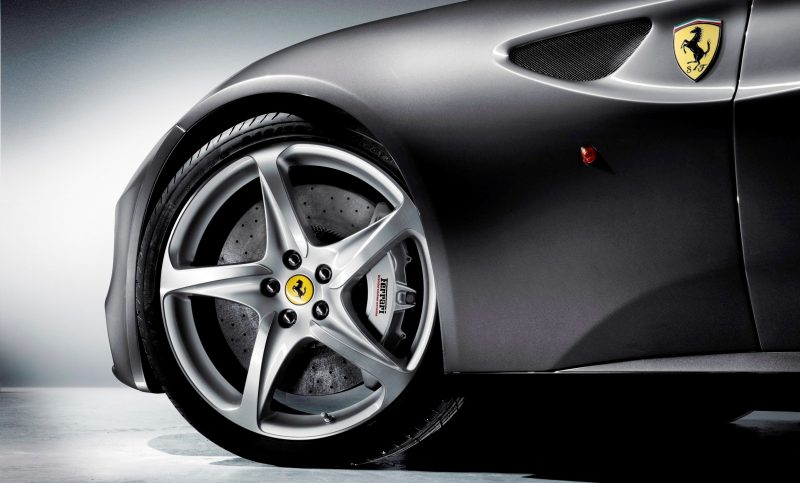 Car-Revs-Daily.com -- Ferrari FF is Monday-Sunday V12 Supercar 195