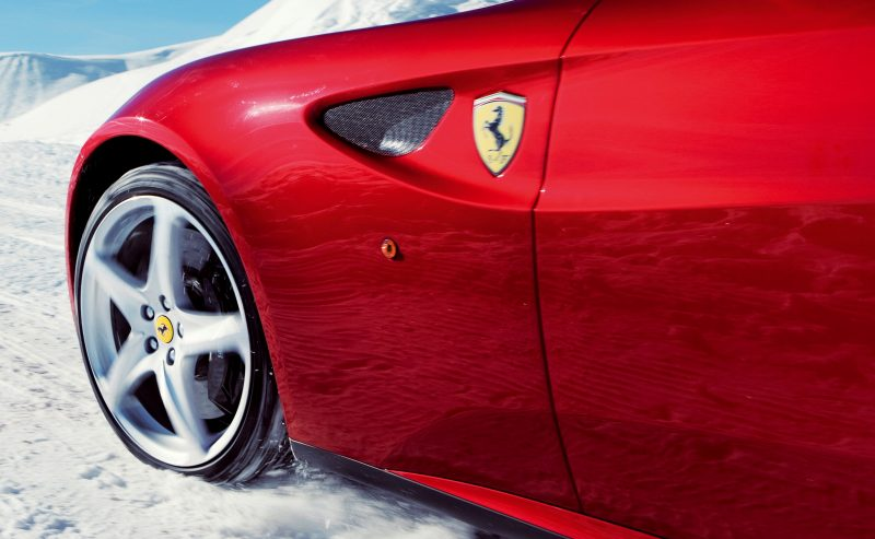 Car-Revs-Daily.com -- Ferrari FF is Monday-Sunday V12 Supercar 208