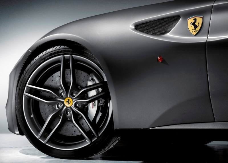 Car-Revs-Daily.com -- Ferrari FF is Monday-Sunday V12 Supercar 231