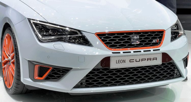 SEAT Leon Cupra in First OEM Embedded Spin GIF