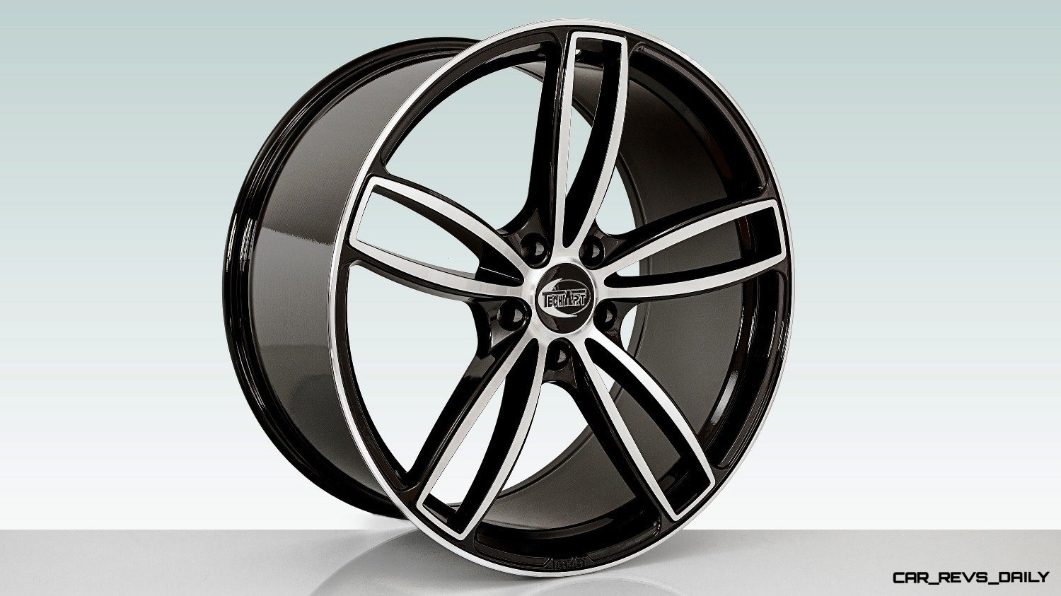 TECHART_Formula_IV_22-inch_light-alloy_wheel_bi-color