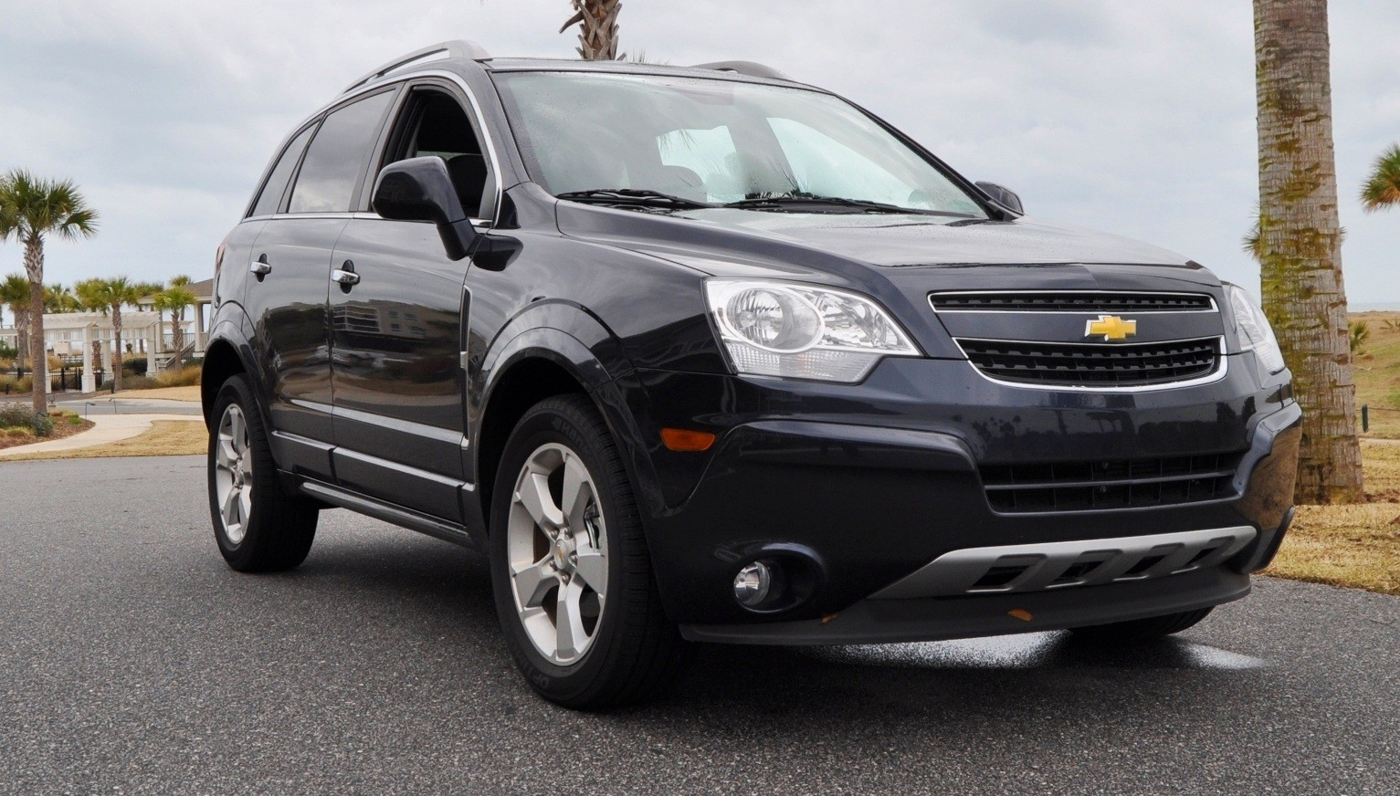 three part hd road test review 60 photos 2014 chevrolet captiva sport lt euro capable. Black Bedroom Furniture Sets. Home Design Ideas