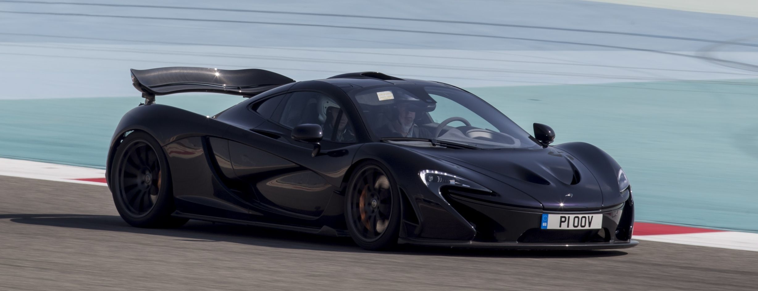 mclaren p1 38 new photos from bahrain gp course triumph over laferrari almost guaranteed. Black Bedroom Furniture Sets. Home Design Ideas