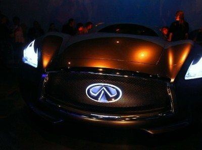 salon privé infiniti essence - front led badge_7985706816_l