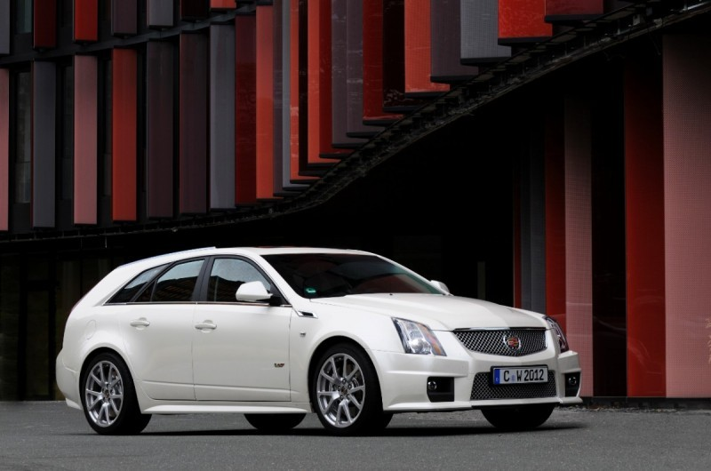 005_Cadillac_CTS-V_Sport_Wagon-medium
