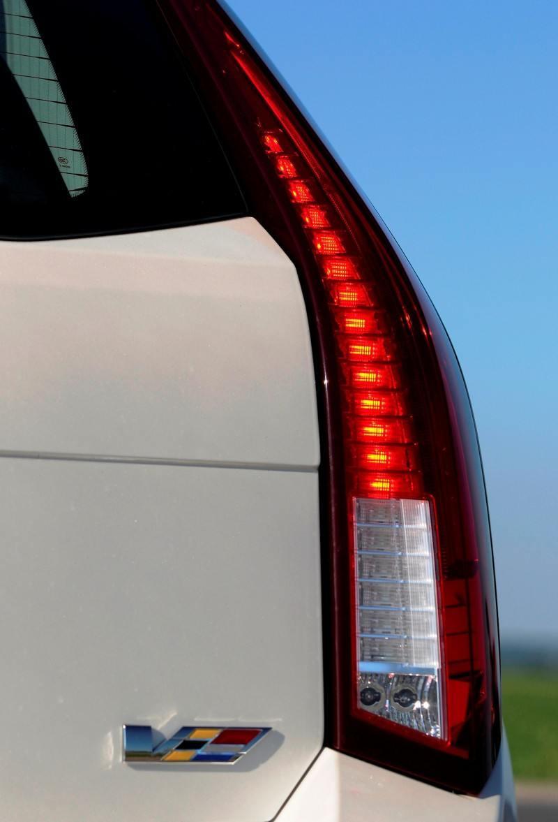038_Cadillac_CTS-V_Sport_Wagon