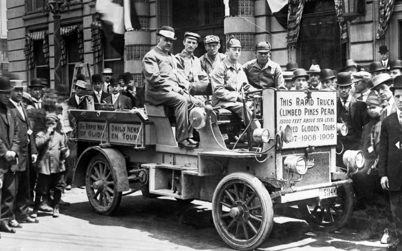 1909-Rapid-Model-F-SIx-Passenger-Combination-Car