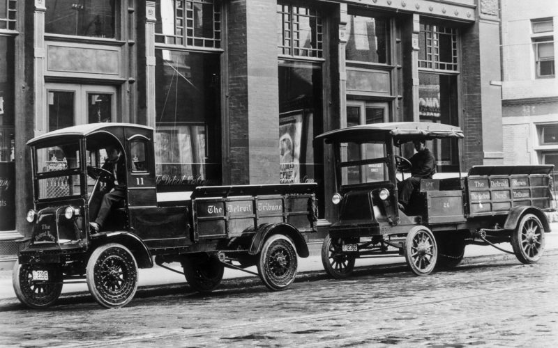 1914-GMC-Model-2B-and-4A-Electric-Flareboard-Delivery