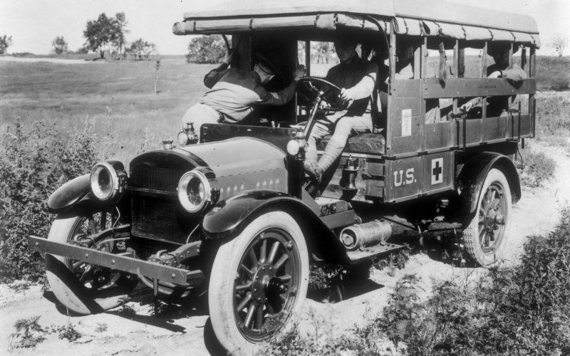 1918-US-Ambulance
