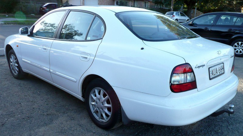 2001-2002_Daewoo_Leganza_(V100)_sedan_01