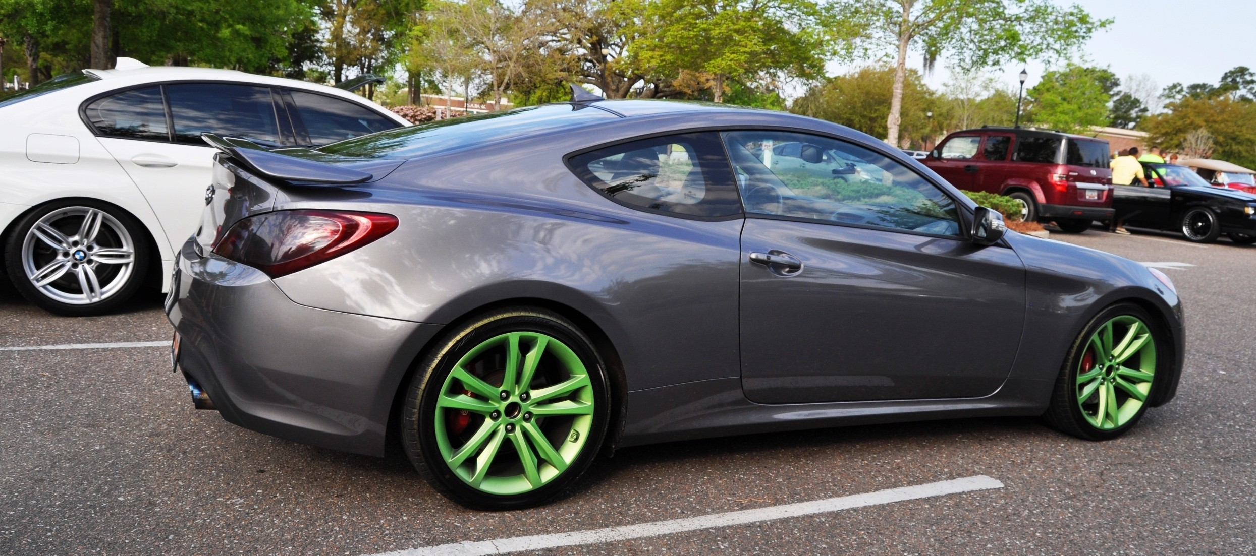 2014 hyundai genesis coupe 3 6 r spec at cars coffee wearing custom lime green wheels. Black Bedroom Furniture Sets. Home Design Ideas
