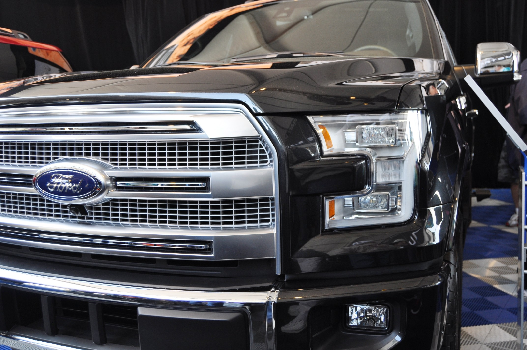 2015 ford f 150 platinum is disruptively attractive. Black Bedroom Furniture Sets. Home Design Ideas