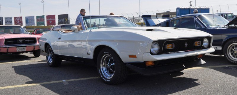 Car-Revs-Daily.com 1972 Ford Mustang Convertible 1