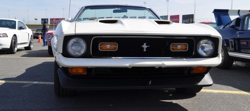 Car-Revs-Daily.com 1972 Ford Mustang Convertible 4