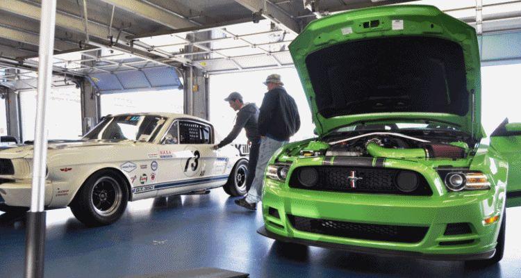 GT350 Mustang Track HEADER gif