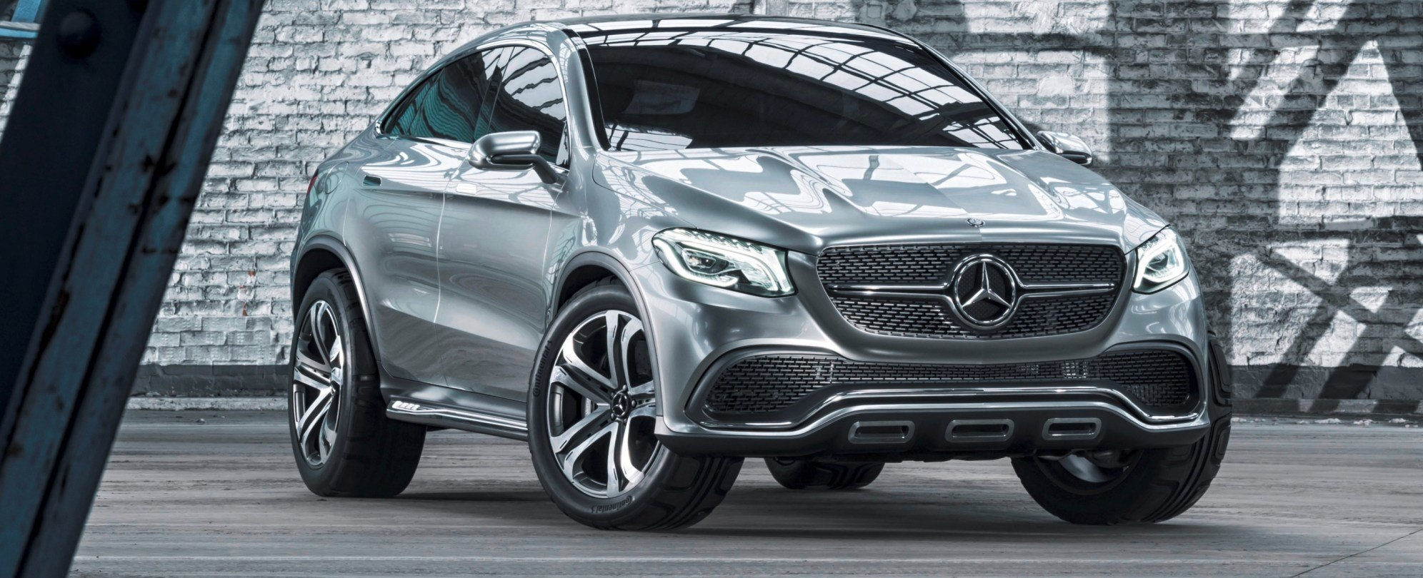 wide flush fitted 22 inch wheels with tyres in size 30545 r 22 make the vehicle sit squarely on the road and leave no doubt about the passion of the - Mercedes Benz Concept Coup Suv