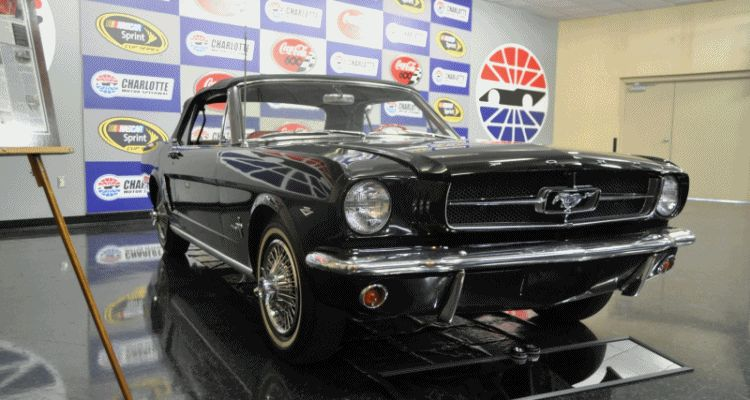 Mustang Magic Skyway Car One EXT GIF 1