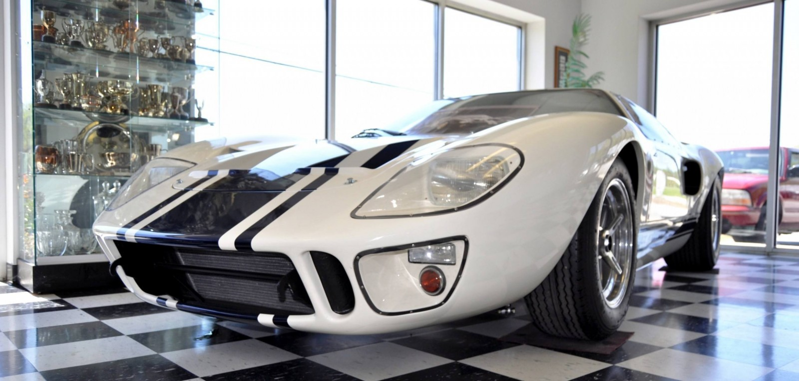 Touring the Olthoff Racing Dream Factory - Superformance GT40s and Cobras Galore 41