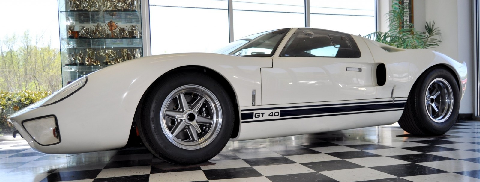 Touring the Olthoff Racing Dream Factory - Superformance GT40s and Cobras Galore 45