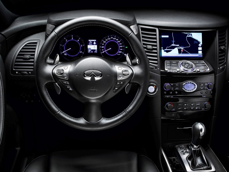 infiniti_fx_black_and_white_3