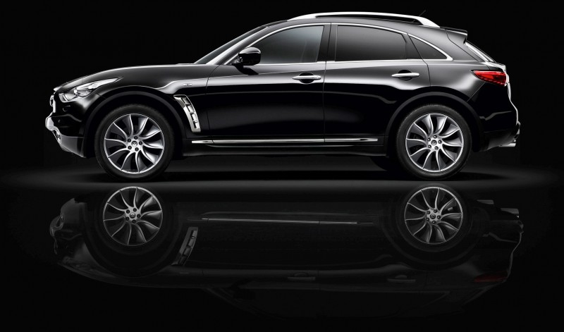 infiniti_fx_black_and_white_4