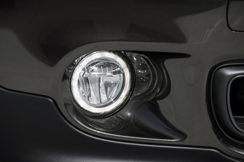Car-Revs-Daily.com - 2015 MINI PACEMAN LED and Dark Style Updates 21