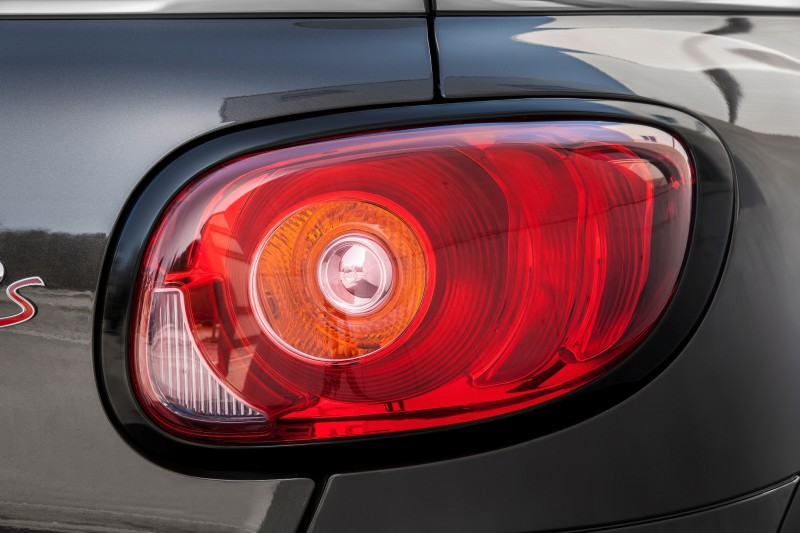 Car-Revs-Daily.com - 2015 MINI PACEMAN LED and Dark Style Updates 23