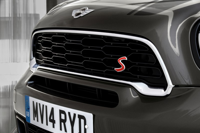 Car-Revs-Daily.com - 2015 MINI PACEMAN LED and Dark Style Updates 24
