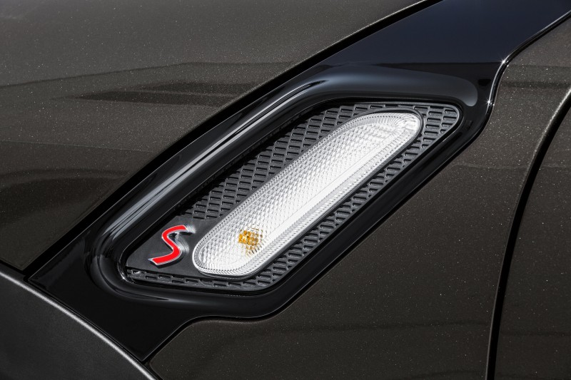 Car-Revs-Daily.com - 2015 MINI PACEMAN LED and Dark Style Updates 25