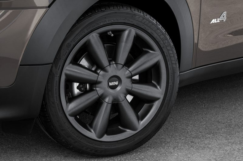 Car-Revs-Daily.com - 2015 MINI PACEMAN LED and Dark Style Updates 26