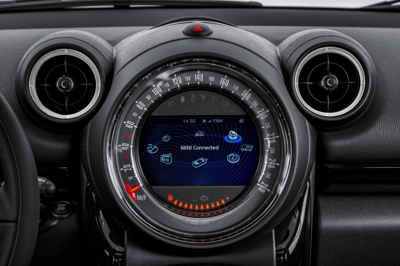 Car-Revs-Daily.com - 2015 MINI PACEMAN LED and Dark Style Updates 29