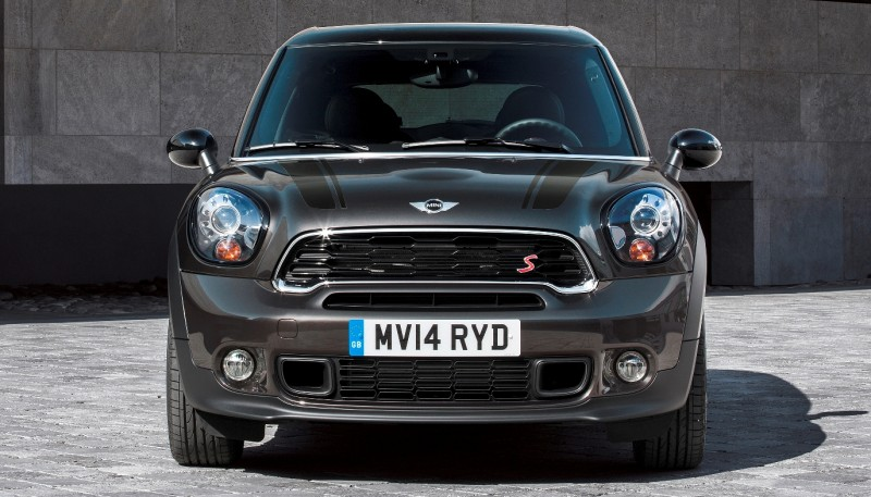 Car-Revs-Daily.com - 2015 MINI PACEMAN LED and Dark Style Updates 4